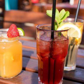 Erfrischende Cocktailideen für den Frühling