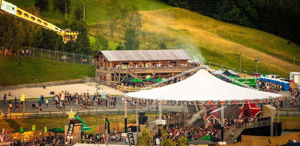 Insgesamt acht Bühnen (drei mehr als im Vorjahr) warten dieses Jahr auf die Festivalbesucher.
